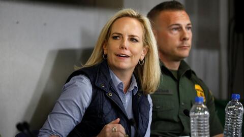 En un minuto: Nielsen renuncia al cargo en plena crisis por masiva llegada de migrantes