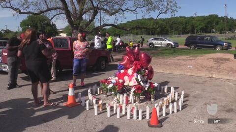 Familiares y amigos de Andre Lanier Davis Jr. le rinden tributo luego de que fuera identificado como el hombre muerto en un tiroteo en el parque Givens