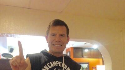 Julio César Chávez asegura que a su edad sería capaz de vencer a Conor McGregor en un ring