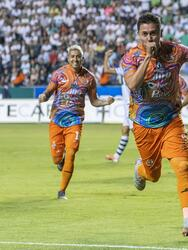 Con goles de Daniel Cisneros (3), Arturo Javier Ledesma (5) y Franco Faria (83), los Alebrijes de Oaxaca ganan 1-3 en su visita al zacatepec.