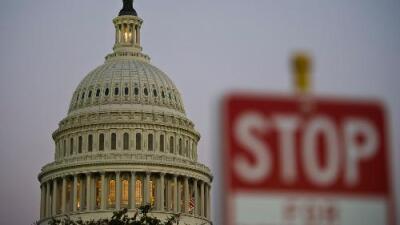 El gobierno federal se mantiene técnicamente cerrado a la espera que Trump firme el acuerdo presupuestario aprobado por el Congreso