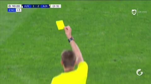 Tarjeta amarilla. El árbitro amonesta a Cristiano Ronaldo de Juventus