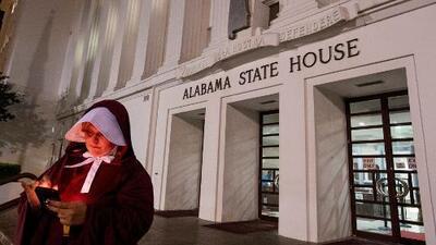 En un minuto: El Senado de Alabama aprueba la ley antiaborto más restrictiva del país