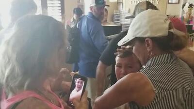 Llanto de alegría: un niño se reencuentra con su familia tras el paso de Dorian por Las Bahamas