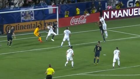 El 'león' vuelve a devorar, Zlatan se levanta entre la defensa y marca el primero para el Galaxy