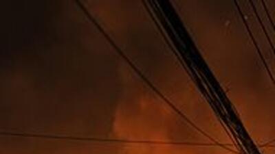 Incendio en la capital de Bangladesh dejó al menos 116 muertos