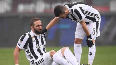 Juventus se llevó el derbi de Turín, pero perdió a Gonzalo Higuaín