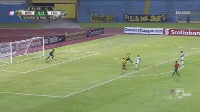 Gran atajada de Roberto López que evitó la ampliación del marcador para el Tauro