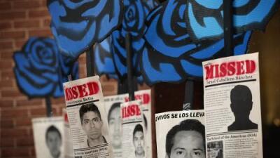 Así fue como el programa  Pegasus espió a dos organizaciones que investigaban el caso Ayotzinapa