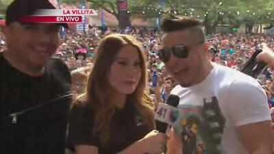 Siggno complació a sus seguidores en el Univision Fan Fair