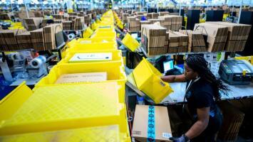 """""""Trabajamos como esclavos"""": Empleados de Amazon denuncian malas condiciones laborales en la compañía"""