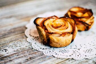Paso a paso: cómo decorar una tarta de manzana