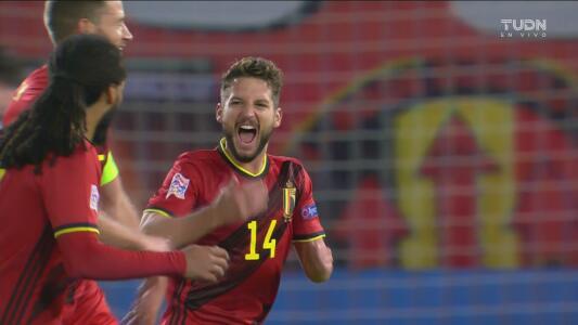 ¡Arcoíris perfecto! Golazo de tiro libre de Mertens y 2-0 de Bélgica