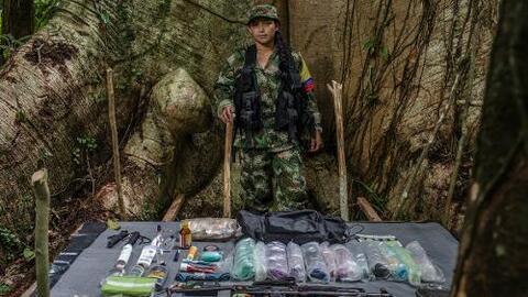 Los morrales de los guerrilleros: las fotos que retratan cómo la vida solo podía pesar 25 kilos