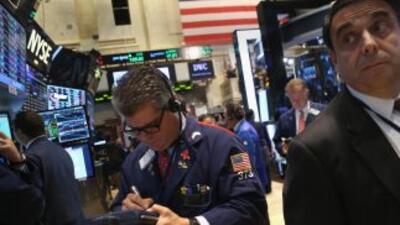 Wall Street cae y el Dow Jones pierde más de 300 puntos, un 1.88%