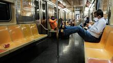 """""""Es insalubre y perturbador"""": preocupación por aumento de basura y desamparados en el metro de Nueva York"""