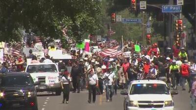 Bajo la premisa del respeto por la familia y los extranjeros, miles de personas se hicieron presentes en la Megamarcha en Dallas