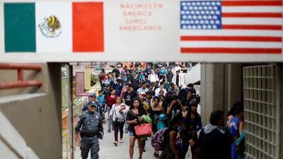 ¿Tienen los inmigrantes que piden asilo en la frontera derecho a ver un juez?