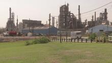 Comunidad de Pasadena demanda a una refinería por no controlar las emisiones de gases en su planta