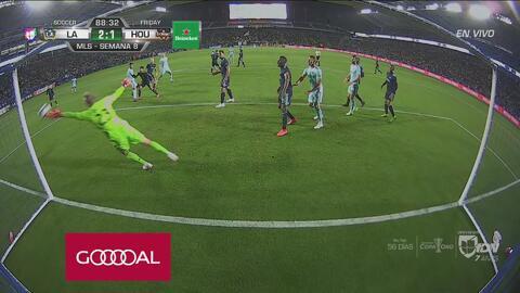 Polenta con un gran cabezazo marca el 2-1 para el Galaxy en los minutos finales