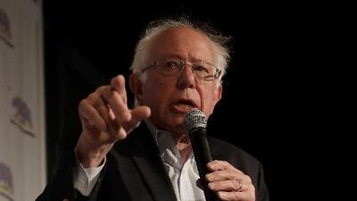 """""""Salarios de morirse de hambre"""": Bernie Sanders critica a Walmart en plena reunión de los accionistas de la multinacional"""