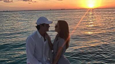 Ximena Navarrete de luna de miel adelantada en Cancún