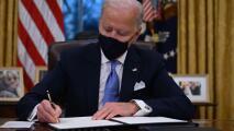 Dreamers en Los Ángeles celebran orden del presidente Biden de proteger y fortalecer DACA