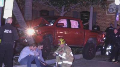Un hombre atropella a 9 personas en California mientras conducía bajo los efectos de drogas
