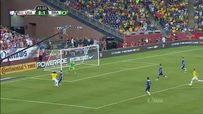 Uyy!! Marcelo Vieira Da Silva Júnior dispara y para el portero
