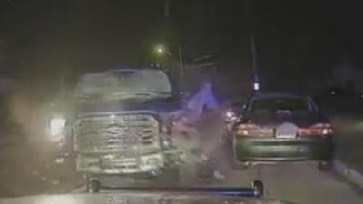 Choque múltiple: Conductor se sale del carril y termina chocando contra una camioneta en sentido contrario