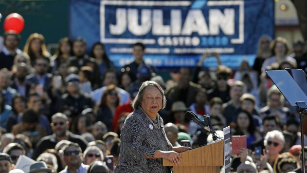 Rosie Castro, la matriarca latina que crió sola a un candidato presidencial y un congresista