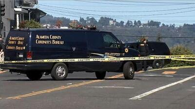 Conductor prófugo deja a una mujer muerta y a una niña de 4 años hospitalizada en Oakland