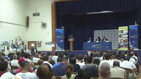 Candidatos a la Legislatura Estatal de Nueva York se enfrentan en un debate político en Queens