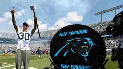 Stephen Curry dice que los Warriors perderán primero el invicto que los Carolina Panthers
