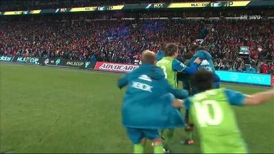 Goooolll!!! Román Torres anota su penalti para el Seattle Sounders