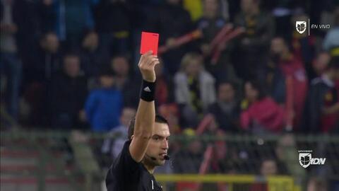 ¡Tarjeta Roja! Aleksandr Golovin recibe la segunda amarilla y se va del juego