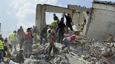 Fuerte terremoto estremece a la Ciudad de México y el pánico se apodera de la población