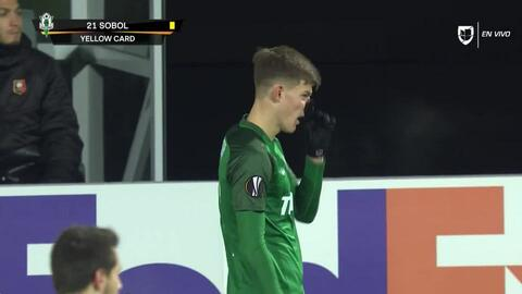 Tarjeta amarilla. El árbitro amonesta a Eduard Sobol de FK Jablonec