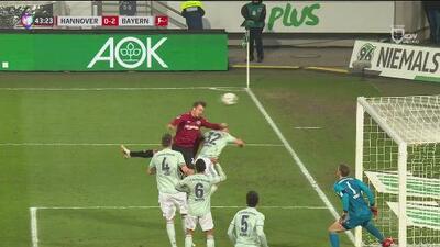 ¡Qué salvada! Weydandt desperdició una gran oportunidad ante el Bayern