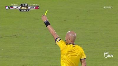Tarjeta amarilla. El árbitro amonesta a Óscar Duarte de Costa Rica