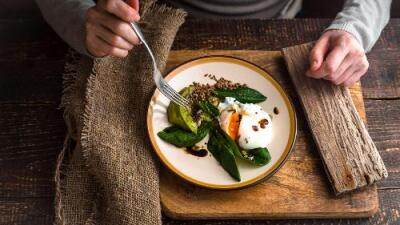 Hidratarse, controlar las porciones y no postergarlo: la creadora de los menús del Reto 28 brinda consejos para adelgazar