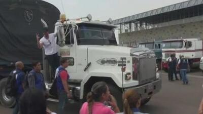 Camiones con ayuda humanitaria intentan ingresar a Venezuela