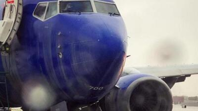 Un avión patina, choques en autopistas y evacuaciones: fuerte lluvia en California causa estragos