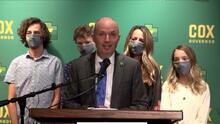 """Spencer Cox se compromete a ser el """"gobernador del pueblo"""""""