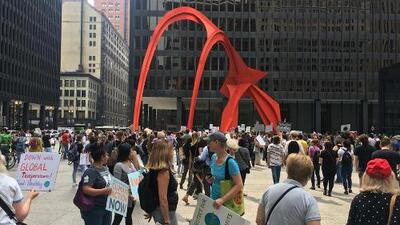 Estudiantes y trabajadores de Chicago se suman a la protesta mundial 'Climate Strike'