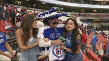 Color   Kevin Arnulfo bromeó con los fans del Cruz Azul-Chivas