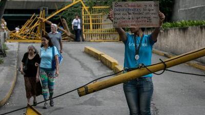 """""""Llevaban armas largas y el casco puesto"""": así son los allanamientos en Venezuela en busca de opositores"""