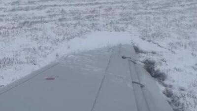 El momento en que un avión se desliza fuera de la pista en uno de los aeropuertos de Chicago