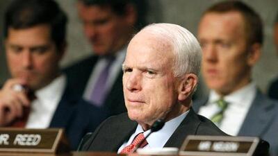 La salud de John McCain retrasa el voto sobre la ley de salud en el Senado
