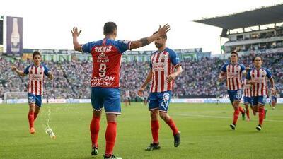 ¡Bravía reacción de Chivas en León!